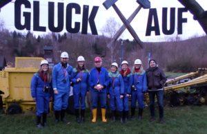 Das Team nach getaner Arbeit im Bergwerk